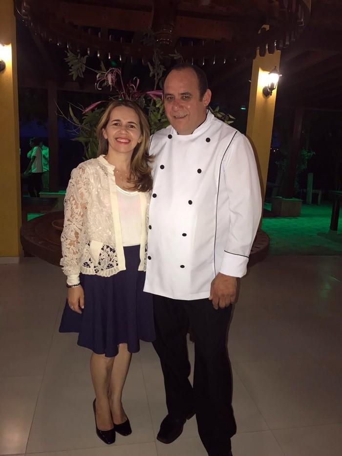 O Chef de Cozinha Jocélio Queiroz e a esposa Ceiça Queiroz no comando da Pousada e do Mirante e Restaurante Recanto Alto da Serra, em Portalegre/RN.