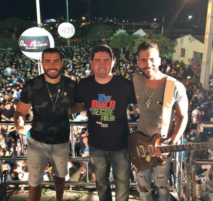 O diretor do Jegue Folia, Ewerton Laércio, no clique com os irmãos Rafa e Pipo Marques!!!