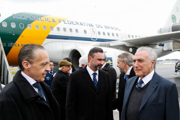 O presidente Michel Temer ao desembarcar na Suíça, onde participa na cidade de Davos do Fórum Econômico Mundial. Foto: Beto Barata/PR