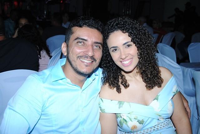 Em noite de Baile da Cidade o contador Marinaldo Duarte e sua musa Daniela Praxedes. Chique!