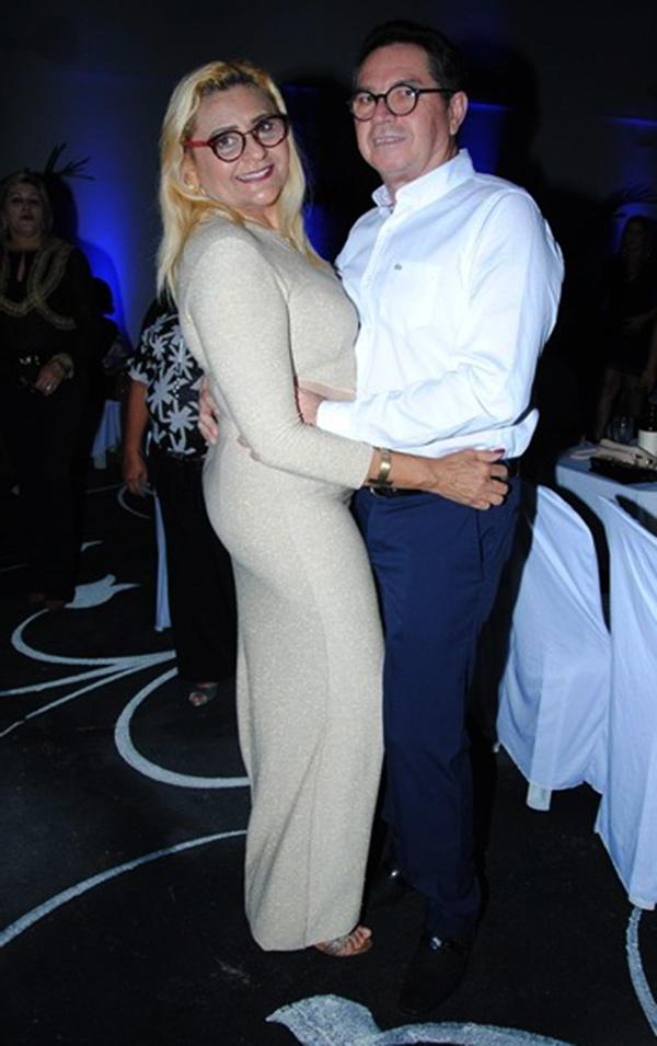 Da capital para terrinha o casal Marcos Gurgel e sua Joana Darc'k Targino para o Baile da cidade. Finos!