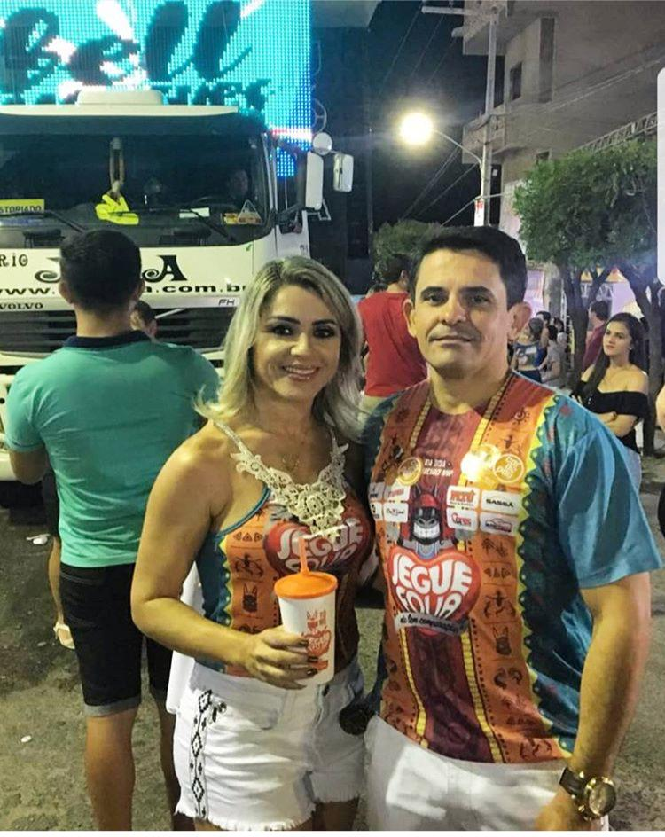 Cleanto Bezerra e a esposa Alessandra Páscoal, equipe do Carnapau, marcando presença e prestigiando a micareta Jegue Folia.