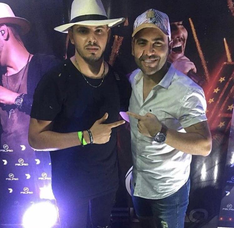 Almir Neto no clique com o cantor Felipão no show em Canoa Quebrada/CE.