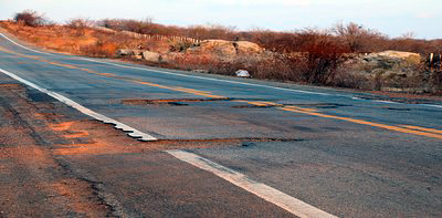 Rodovia possui tantos buracos que é evitada, inclusive, por veículos oficiais do próprio Dnit. Foto: PRM