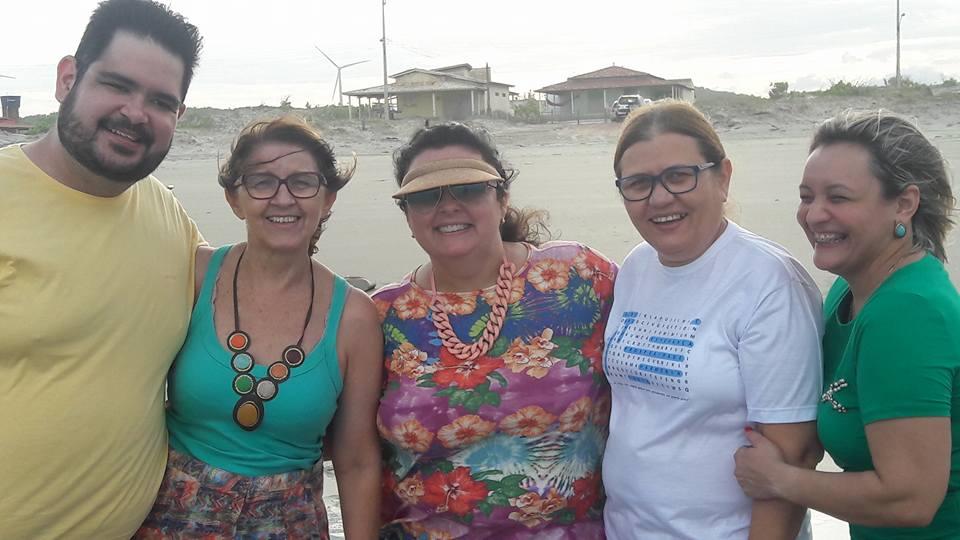 Uma foto cheia de carinho e amizade: Victor Germano, Socorrinha, Alice, Edna Paiva e Sônia. No entardecer do litoral de Tibau!