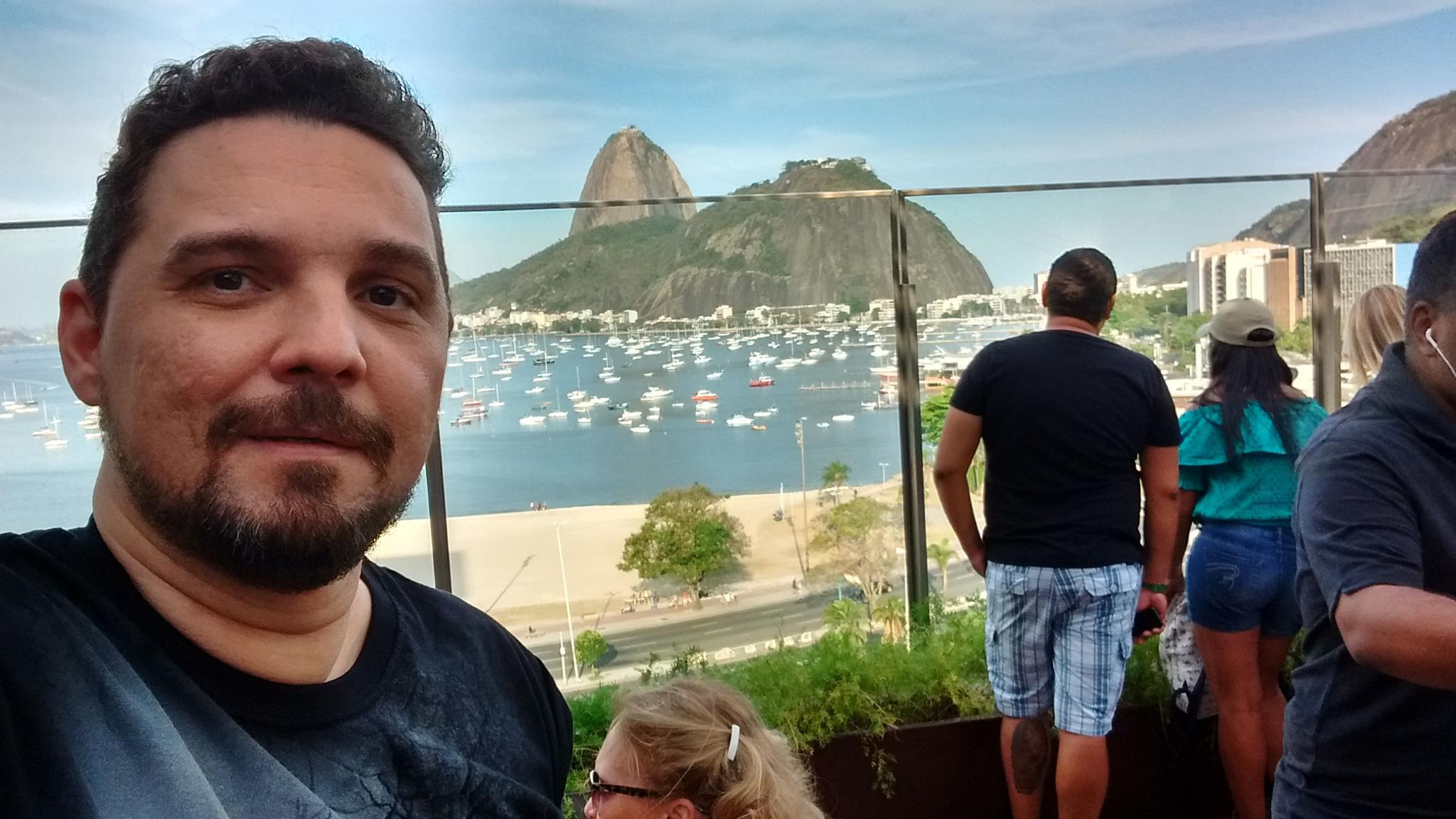 Competente e um profissional espetacular, o jornalista Márcio Costa vem aí cheio de muitas novidades, agora na TV. Aguardem!