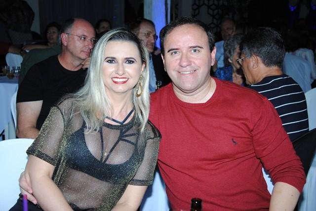 Aniversariante vip do dia o advogado Marcelo Fernandes Jacome para quem desejamos felicidades sempre, na foto com sua musa Raquel Gurgel. Finos!