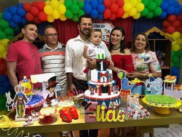 No circo do Elias toda felicidade dos avós Assis Brito/Vilma, do titio Brito Filho e dos pais Charles e Monica. Elias fez 1!