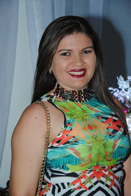Toda fina Lidiane Oliveira celebra a vida no próximo sábado e hoje nós antecipamos os votos de felicidades mil!