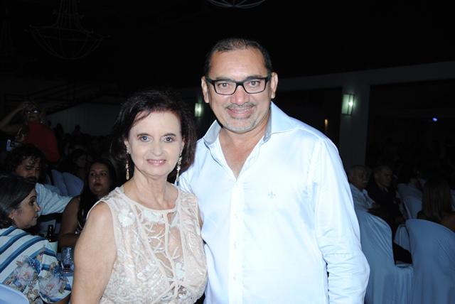 Outro aniversariante querido do domingo é o colunista Vandilson Ramalho, na foto com sua cara metade Tica Soares. Vivas!