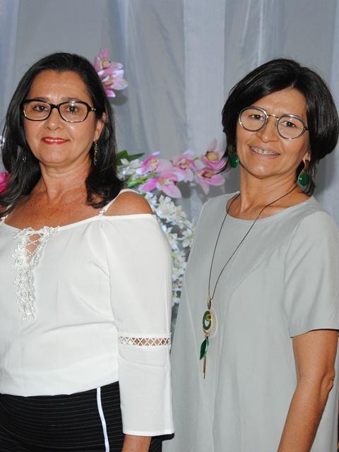 Maravilhosas as irmãs Maria José Curinga Leite Alves e a aniversariante do próximo domingo Maria Da Paz Leite para quem desejamos felicidades sempre!