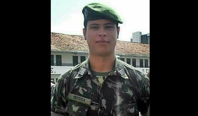 O jovem 1° Tenente Júlio César Ribeiro Feitosa Soares.