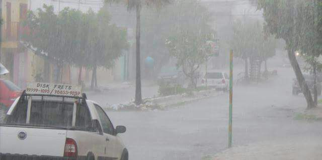 Inmet alerta para chuvas intensas em 71 municípios do RN; veja lista