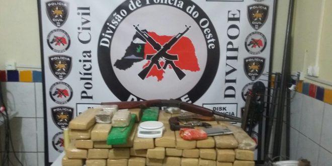 As drogas foram encontradas em uma residência, no bairro Pousada das Thermas.
