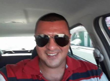 Uma das vítimas foi identificada como Edson Cosmo da Silva, de 32 anos.