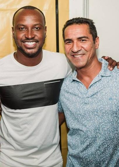 O empresário Luís Nogueira recebendo o cantor Thiaguinho na Chega Mais Beach (Foto - Sandro Freitas).