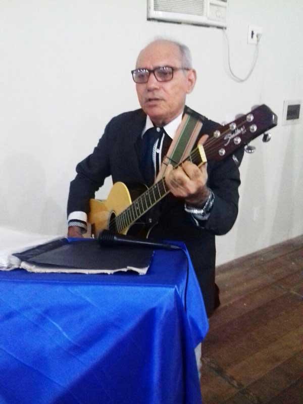 O escritor e músico Manoel Georgino, cantou e encantou à todos com suas composições.