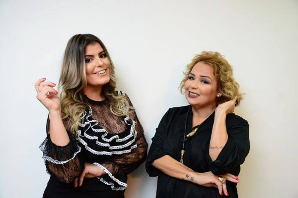 """Rafella Costa e Marilene Paiva se preparam para lançarem o livro """"Talvez eu seja a solução"""" logo mais em maio."""