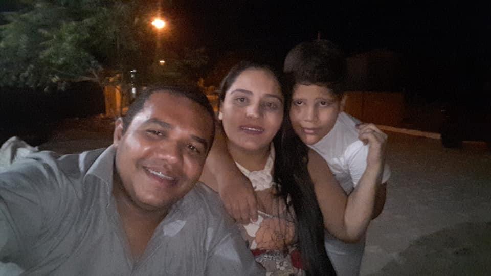 Aniversariante da semana a querida Luciana Dantas ao lado do amado Douglas Alexandre e do filho Raziel. Vivas!