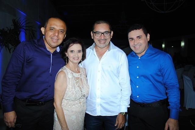No baile da cidade os anfitriões Vandilson Ramalho e Tica Soares ladeados por Walterlin Lopes e Ricardo Magno. Finos!