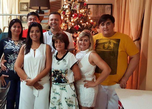 Recebendo 2018 Simone Maia, Marcos George, Nega Maia, Danusa Maia, Lucas Maia recepcionado pelo casal Genibaldo Oliveira/ Samantha. Um luxo!
