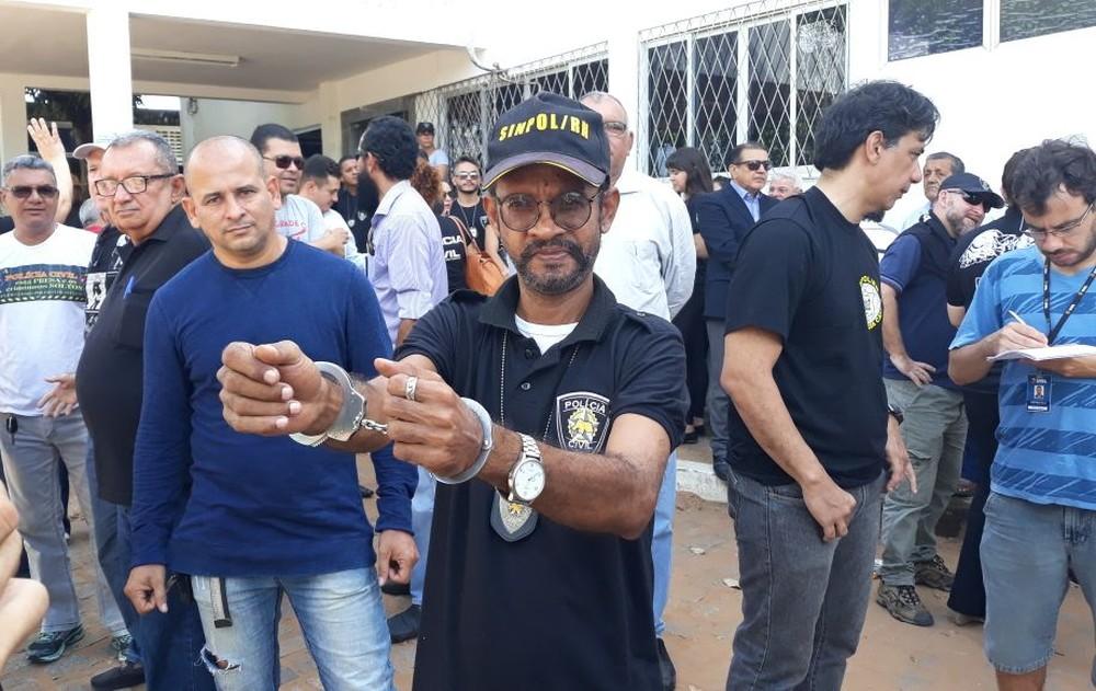 Algemados, policiais civis se apresentam em delegacia em Natal para serem presos