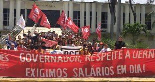 Diante do resultado da reunião, onde não foram apresentadas propostas para os pontos discutidos, o movimento grevista seguirá intensificando a luta contra a retirada de direitos.