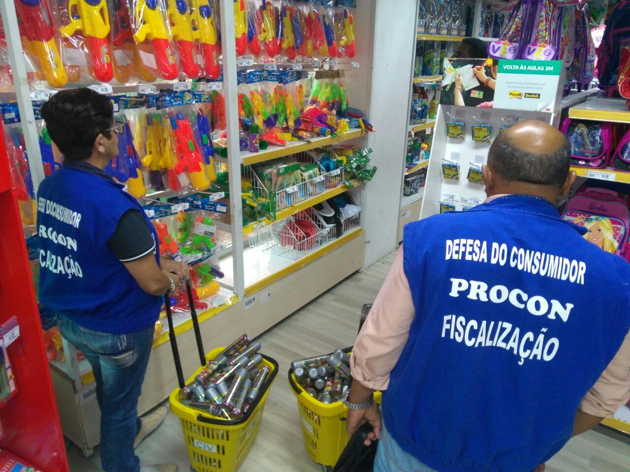 A fiscalização de fantasias, brinquedos e preservativos ocorreu de 5 a 9 de fevereiro - Crédito das fotos: Iva Câmara.
