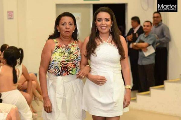 Domingo é dia de festa para minha querida amiga Flaviana Cardoso na foto com sua mãe Francisca. Desejamos tudo de melhor sempre!