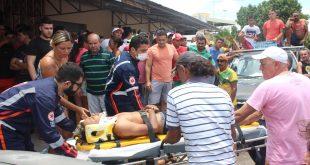 Mesmo ferido, o homem baleado correu para a Rua Rodrigues Alves que fica próximo ao vuco-vuco e lá pediu ajuda aos populares.
