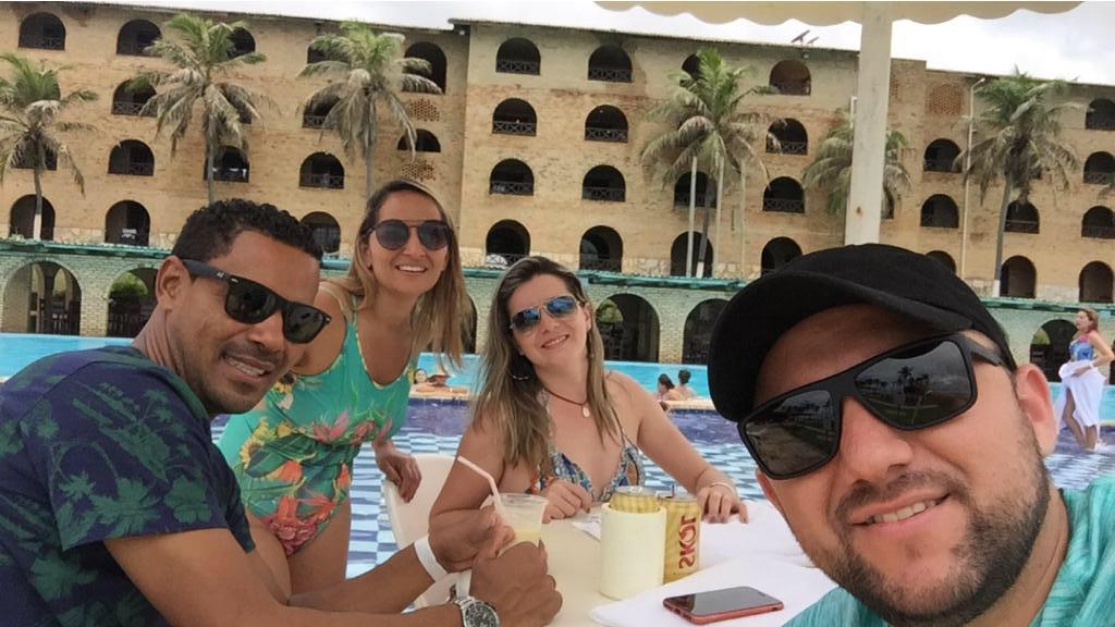 Clientes da Líder Viagens e Turismo, os casais Inaldo Bezerra/Janes Pereira e Jenivan Pereira/Lidianne Cyntia aproveitaram muito o final de semana passado no Coliseum Beach Resort, em Beberibe/CE.