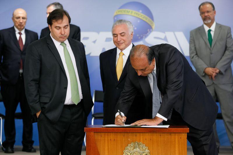Brasília - Governador Luiz Fernando Pezão durante cerimônia de assinatura de decreto de intervenção Federal no estado do Rio de Janeiro, no Palácio do Planalto (Beto Barata/PR)