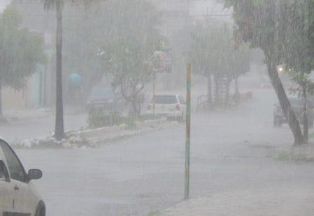 Na região Oeste foi onde choveu com menos intensidade, a chuva mais forte foi em Alto Do Rodrigues, 25,8mm.