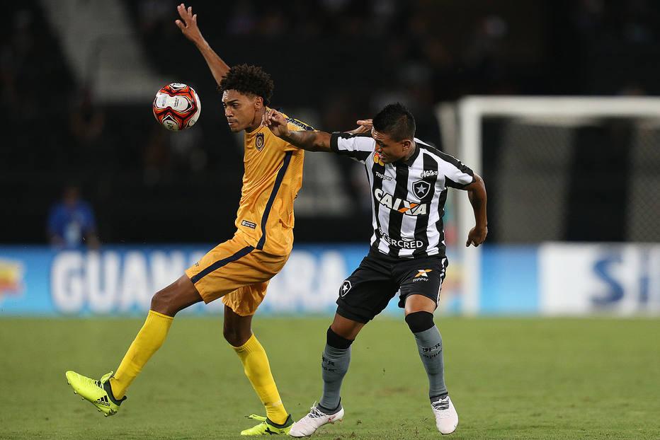 Kieza (direita) em ação pelo Botafogo. Foto: Vítor Silva/SSPress/Botafogo