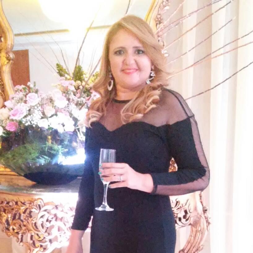 Um brinde para a colunista Leylla Carla, aniversariante do último dia 16.