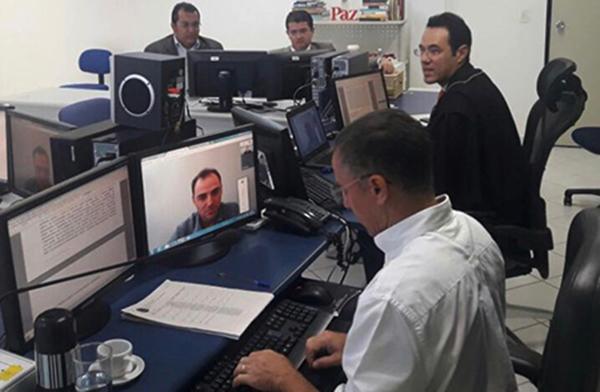 Juiz Higor Marcelino ouve testemunha por videoconferência.