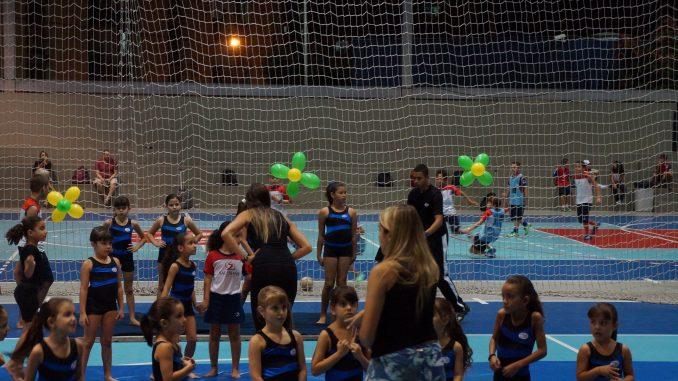 """O projeto """"Jovem Promessa de Ginástica"""" atende a 250 crianças, de 5 aos 11 anos."""