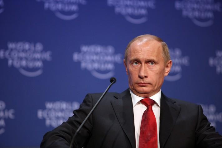 Putin é reeleito com 76,67% dos votos