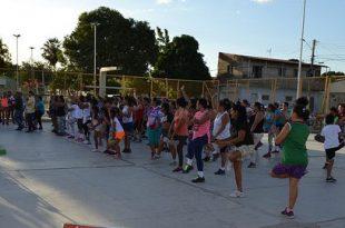 A novidade do projeto para este ano é a presença de um instrutor de fit dance nas praças.