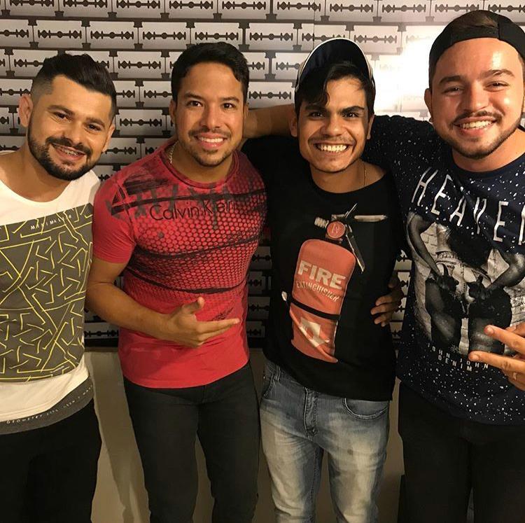 Em seu camarim, Giullian Monte recebeu os cantores Davson Davis (Forró Danado), Wonney Saraiva e Woney Fontes.