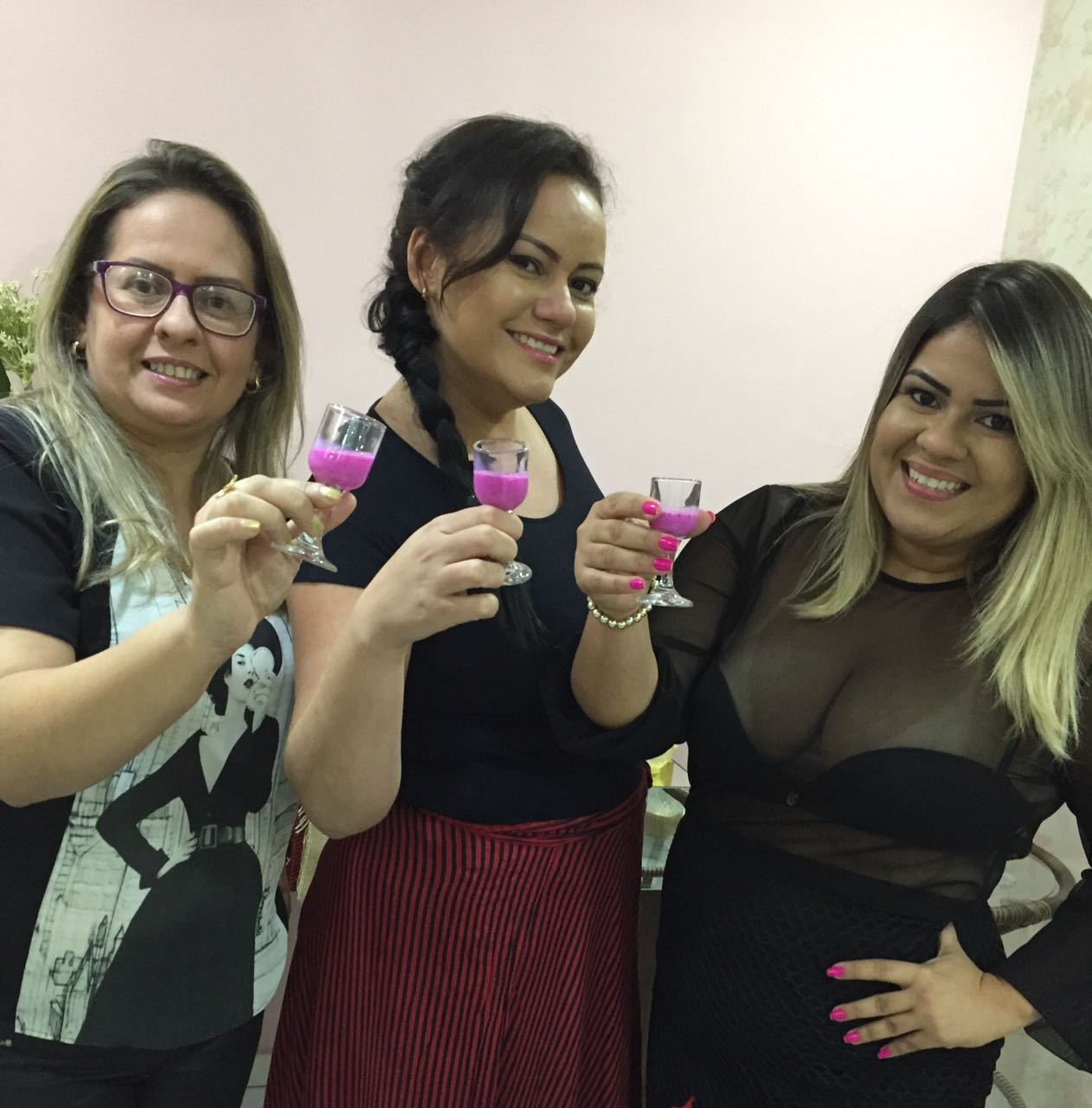 As poderosas dos doces e licores, Mikeline Amorim, Grazi Costa e Michele Bárbara no lançamento de páscoa da Dociare.