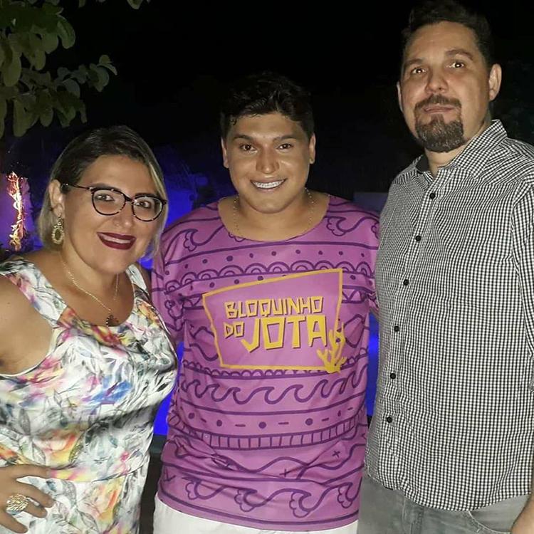 Prestigiando Jotinha Morais, os amigos Josi Maia e Márcio Costa em noite de muita festa. Show!