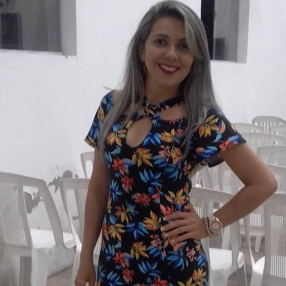 Hoje todos os vivas para essa querida Caliene Bezerra que amanheceu de idade nova, Vivas!