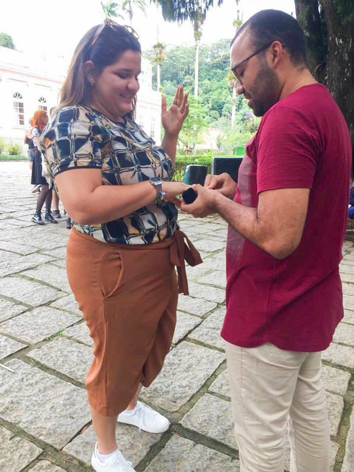 E foi em pleno meio da Rua no Rio de Janeiro que Yago Gurgel pediu Marina Morais em casamento. Achei chique!