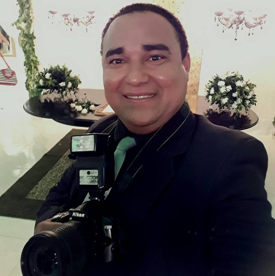 Aniversariante da sexta-feira o fotografo amigo Sebastian Santos para quem desejamos felicidades sempre!