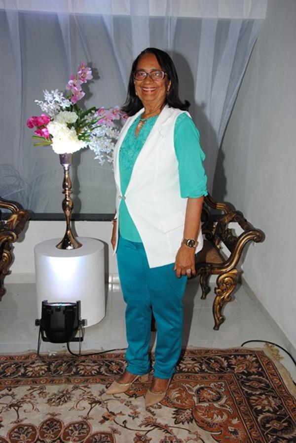 Outra aniversariante festejada do domingo é a senhora Maria Neuman Gurgel de Amorim para quem desejos tudo de melhor sempre!