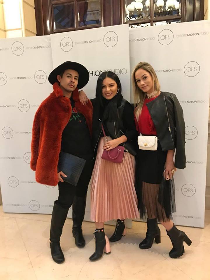 O estilista e estudante de Design deModa daUnp, Izaac Oliveira com as amigas Lidiane Bezerra e Gabriela Dias, na semana de moda em Paris, simplesmente, um sonho!