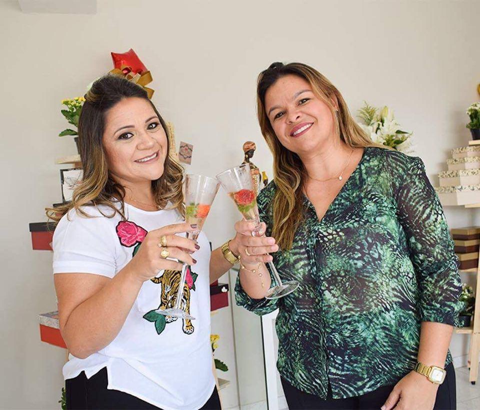 Kaline Rêgo e Haila Diogenes sócias do Flor & Flor, sucesso pra vocês. Ficou tudo lindo!