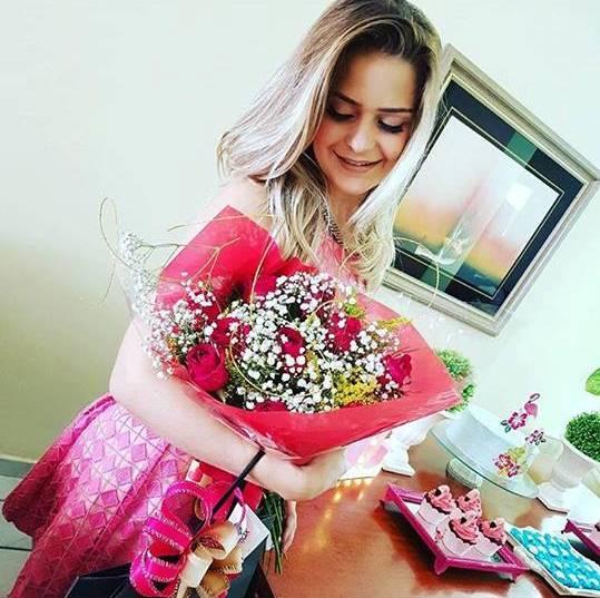 Buquê de flores para a linda Leydimara Gurjão que aniversariou nesse dia 10/03. Felicidades!
