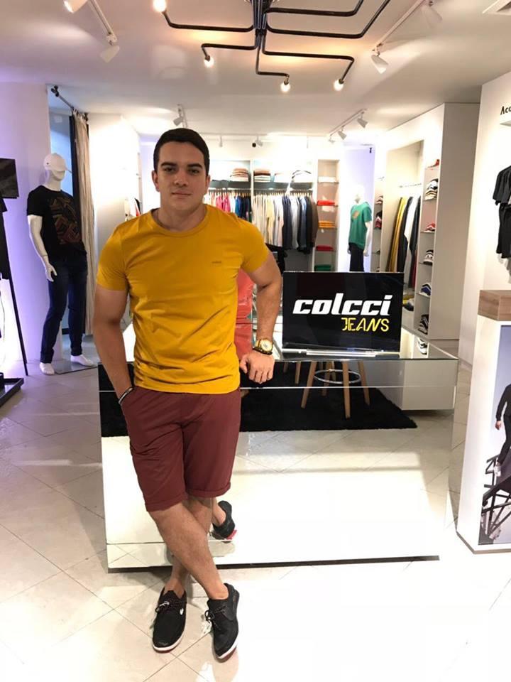Eles também andam na Moda. Proposta de look com tons terrososda loja Max modas coleção Colcci, a mais nova marca da loja,que já começa a chegar nas araras. Modelando Matheus Oliveira.